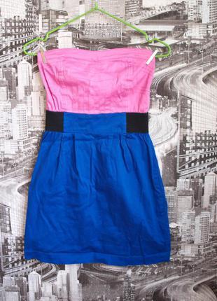 Короткое платье-бюстье.