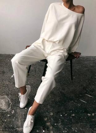 Костюм свободный крой, оверсайз блуза на плечо и брюки костюмка высокого качества💣2 фото