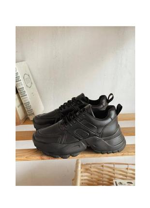 Кроссовки с рифленой массивной подошвой лаконичного дизайна эко кожа