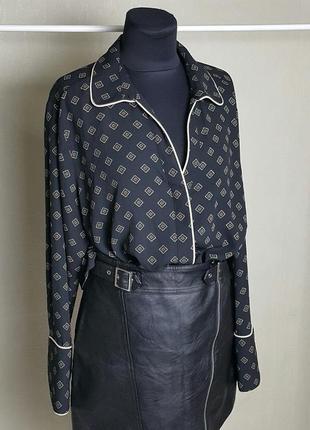 Красивая блуза в бельевом стиле черная с орнаментом