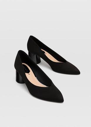 Классические туфли под замшу stradivarius.
