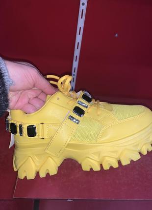 Кому? все размеры в наличии! нереальные кроссовки, ботинки . цвета- белый, беж, чёрный