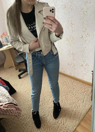 Крутые джинсы  zara с необработанным низом