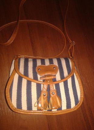 Фирменная сумка кроссбоди daniele patrici,вместительная,отлично держит форму