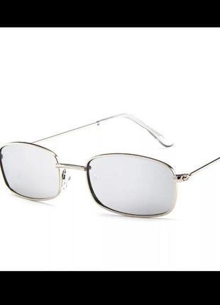 Стильные прямоугольные очки серебристые
