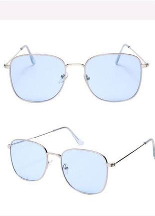 Стильные квадратные очки с голубой линзой