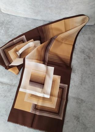 Коричневый шарф геометрия абстракция