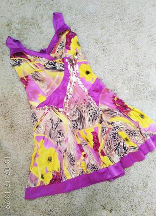 Яркое платье в стиле латина