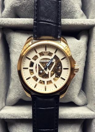 Стильные солидные часы
