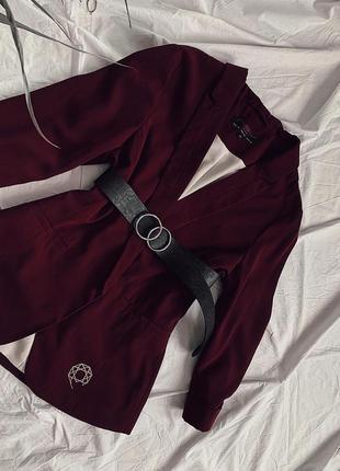 Стильный пиджак марсалового цвета