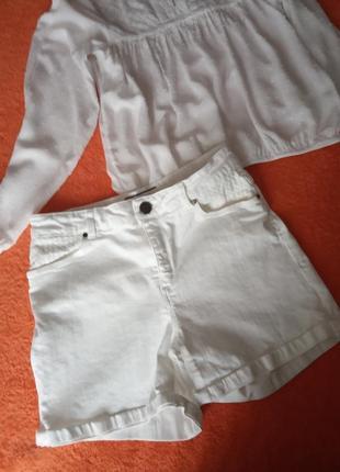 Фирменные шорты белые