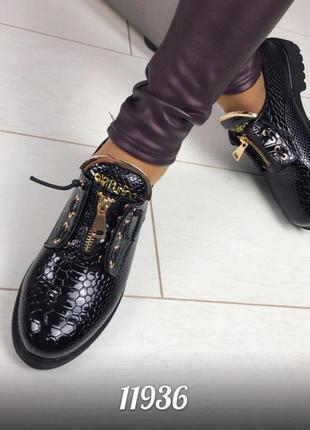Осенне-весенние туфли лаковые