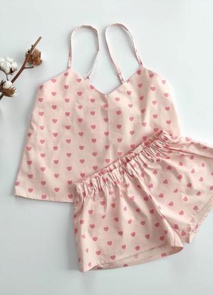 Женская розовая пижама в сердечки