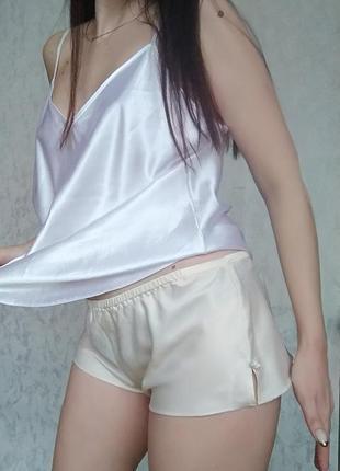 Короткие шорты для сна дома / атласная пижама шортики бежевые