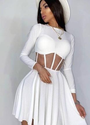 Платье с корсетной вставкой