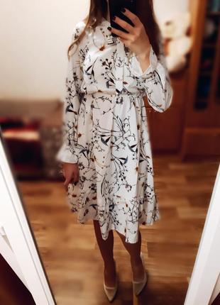 Платье миди белое с принтом