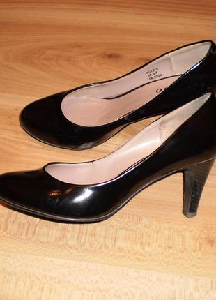 Женские классические лаковые туфли