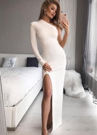 Роскошное асиметричное платье с вырезом