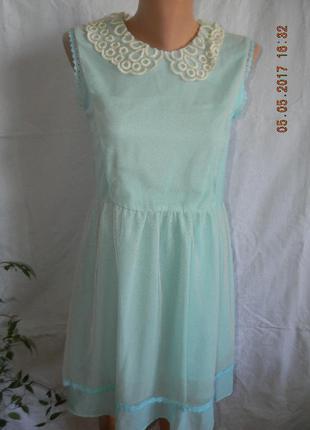 Нежное нарядное шифоновое платье с кружевным воротничком