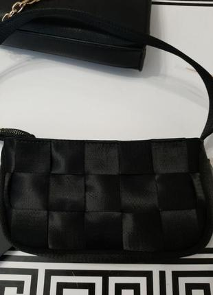 Чорна сумка у стилі 90-х