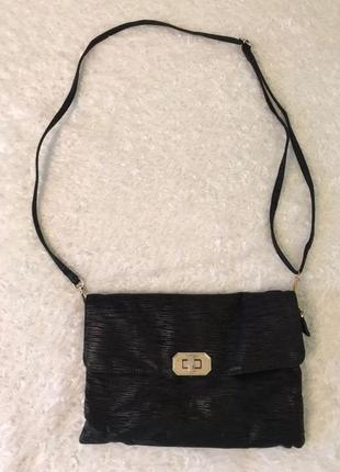 Вместительная сумка с тремя внутренними и одним наружным карманом на змейке