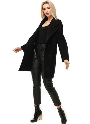 Идеальное черное короткое шерстяное пальто демисезон