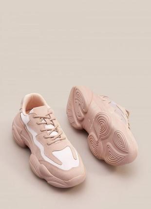 Спортивні черевики