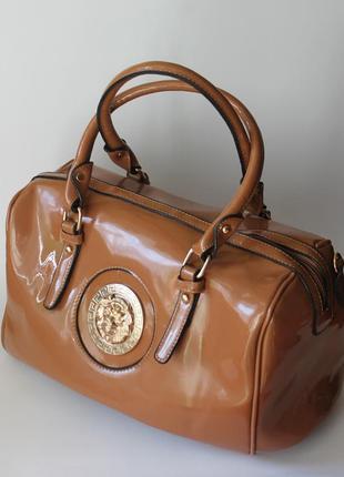 Сумка чемодан в стиле versace лакированая