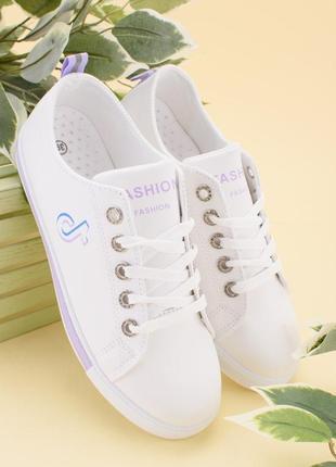 Женские белые кроссовки из эко-кожи на шнуровке