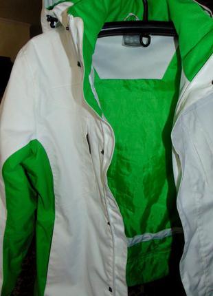Спортивная бело-зеленая куртка оригинал craft