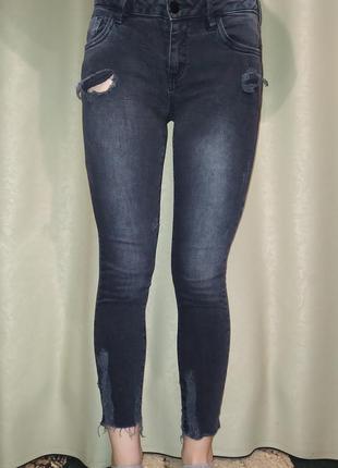 Темно серые джинсы