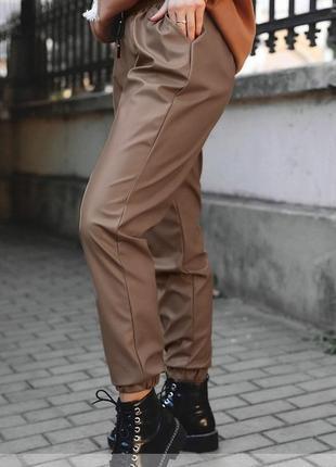 945 брюки эко-кожа батал 48-50,52-54,56-58,60-62