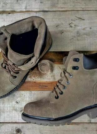 Актуальные замшевые ботинки.