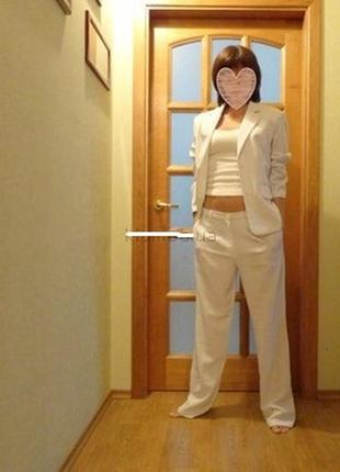 Белый брючный костюм infinity