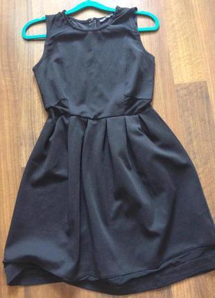 Стильное чёрное платья с прозрачными вставками