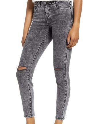 Укороченные джинсы рванки р. 50