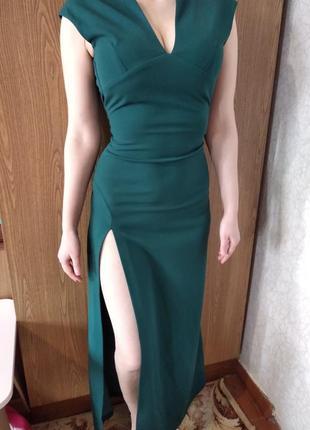 Вечернее платье в пол изумрудного цвета