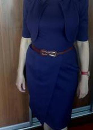 Платье-футляр длины миди без рукавов и воротника с жакетом