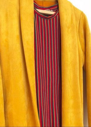 Пиджак zara из неопрена/ под замш желтого/ оранжевого/ горчичного цвета
