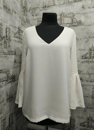 Белая молочная блуза с очень красивым рукавом клеш от локтя