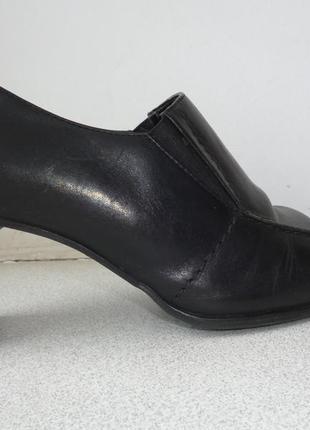 Туфли женские на каблуке закрытые демисезон wallis