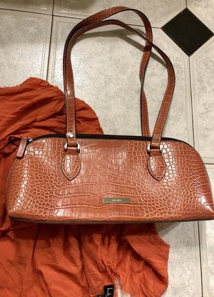 Брендовая сумка багет под кожу крокодила в стиле bottega