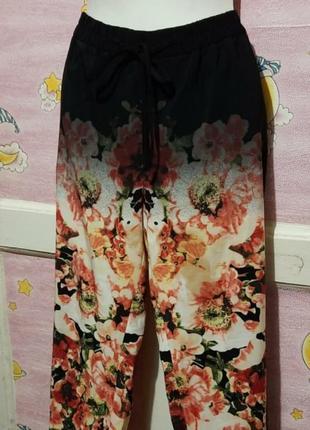 Легкие летние штаны с цветочным принтом