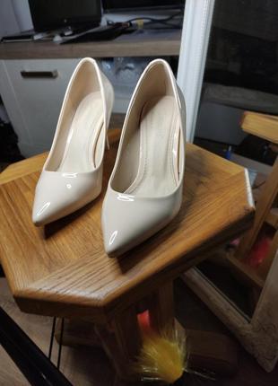 Туфли на шпильке