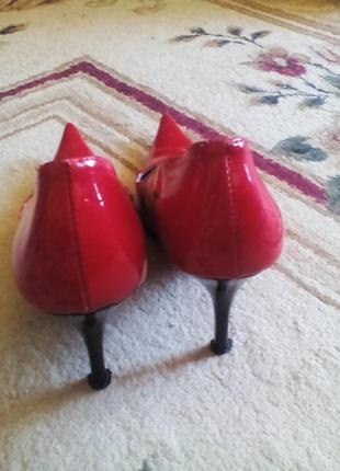 Лаковые подиумные красные лодочки на красной подошве!