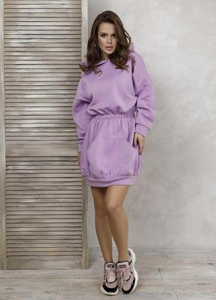 Сиреневое утепленное флисом приталенное платье-толстовка