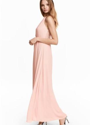 Длинное вечернее платье h&m с кружевом и открытой спинкой.