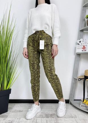 Новые джинсы высокая посадка в винтажном стиле принт bershka