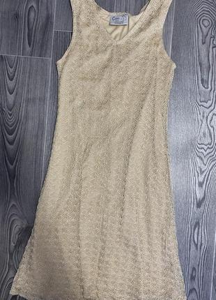 Женское золотое платье