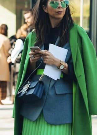 Пальто шерстяное изумрудного цвета прямой крой